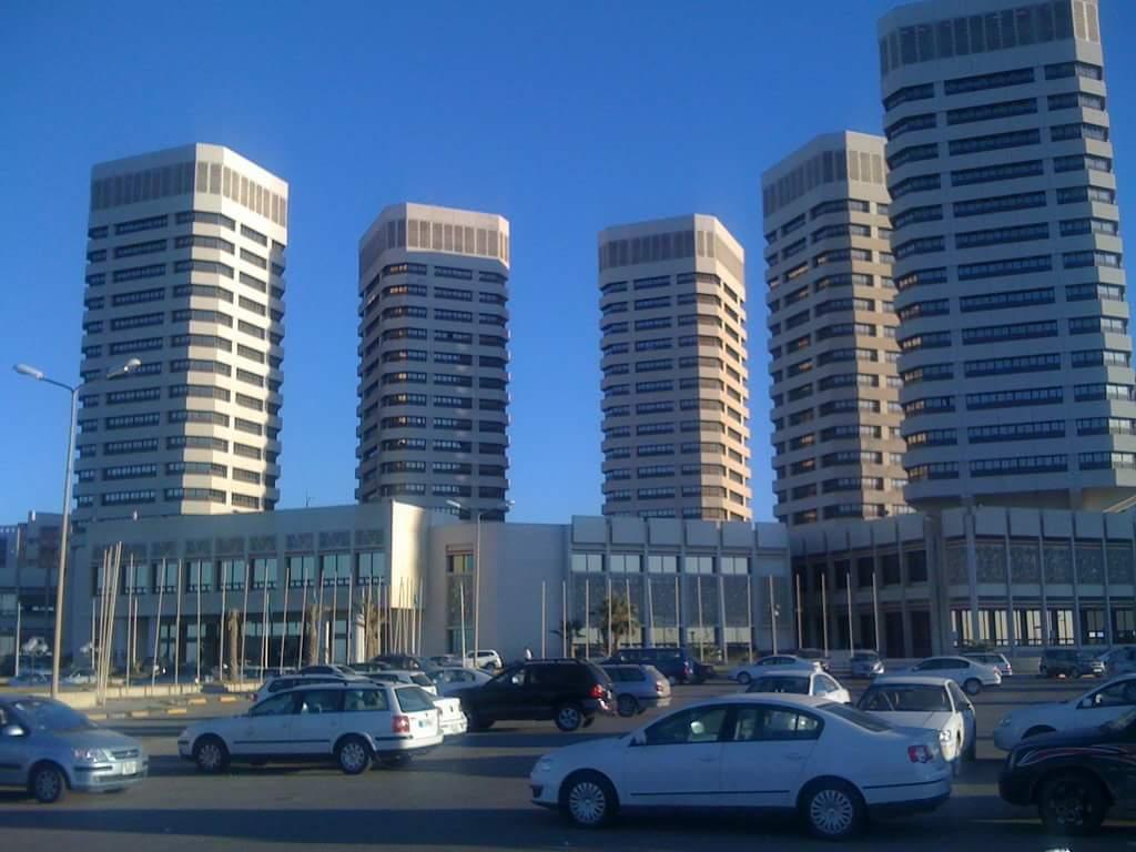أعمدة الفساد في مصرف ليبيا المركزي يقتحمون آخر قلعة متمردة عليهم